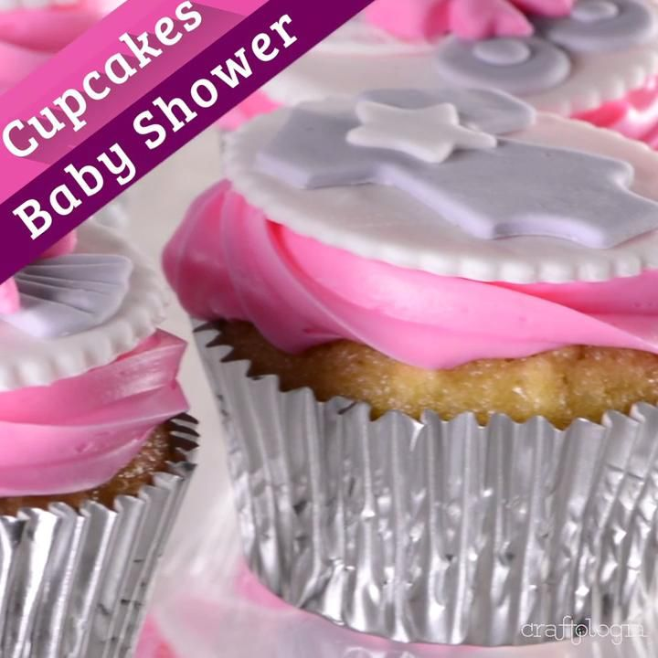 Baby shower cupcakes - Decorate with this tip some cute cupcakes for a baby shower. They are simple details that will make - Torta Baby Shower, Cupcakes Baby Shower Niño, Tortas Baby Shower Niña, Baby Shower Pin, Unisex Baby Shower, Baby Shower Drinks, Boho Baby Shower, Baby Shower Fall, Cute Cupcakes