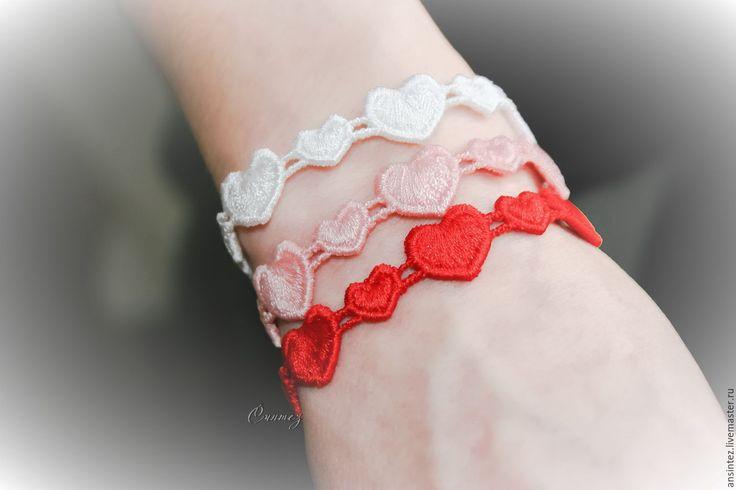 Купить вышитые браслеты Сердечные тайны комплект 3шт. - браслет вышитый, браслет с сердцами