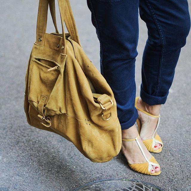 ✖️ADDICT ✖️l'eshop de @patriciablanchet comme un livre de chevet ...On parle de notre addiction au Shopping en ligne sur le blog  ▪️#Shoes #psartek #yellow #soldout ▪️#fashionblogger #ootd #new #post