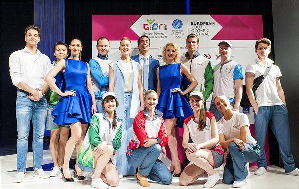 A Győri Balett táncosai bemutatják a 2017-es győri ifjúsági olimpia formaruháit. MTI Fotó: Krizsán Csaba