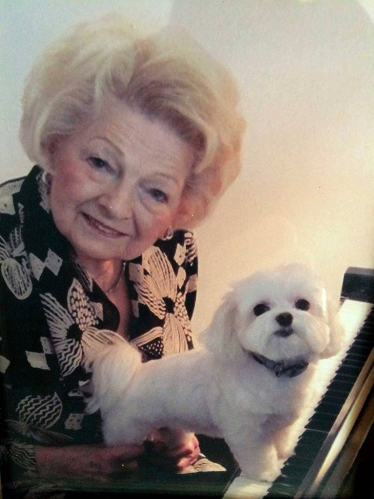 Bernice Gromer was active in a number of women's clubs and charities in Elgin. She played the piano for several years at the Anvil Club in East Dundee and for residents of Oak Crest Residence of Elgin, where she volunteered.