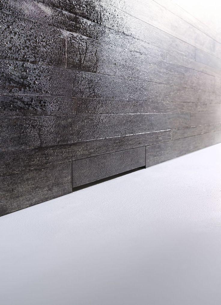 Duvardaki materyalin aynısı ile kaplanabilen özel kapağı sayesinde Geberit Duvar Süzgeci banyonuzda pürüzsüz duş zeminleri yaratır.