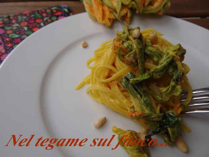 Pasta ai fiori di zucca e zafferano - primo piatto veloce-