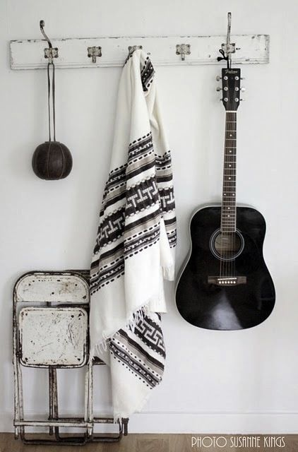 Black & white decor  (Instagram: the_lane): Coats Racks, White Style, Bedrooms Design, Black And White, White Decor, Black White, Black Guitar, Bohemian Bedrooms, Design Home
