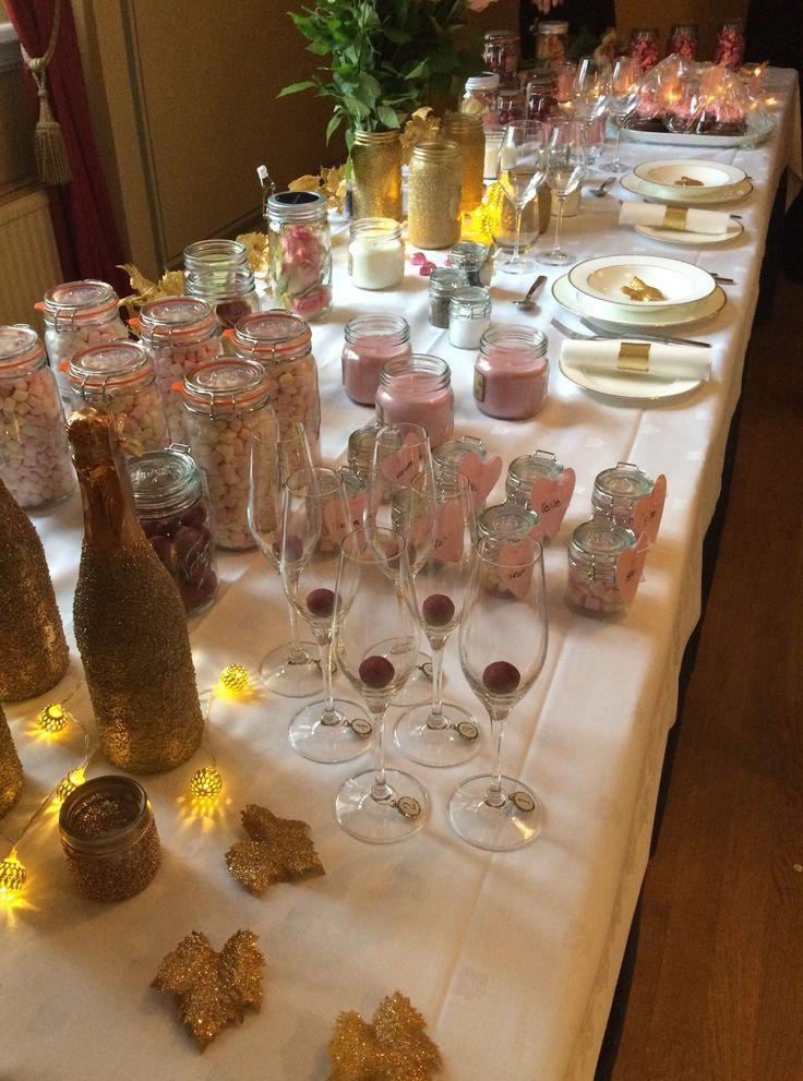 Norgesglassene har både utseende og innhold som passer til et bryllup. Kremkuler, marshmallows og duftlys - perfekt på bordet etter middagen.