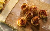Easy To Make Apple Pie Flowers. Sweet & Delicious.