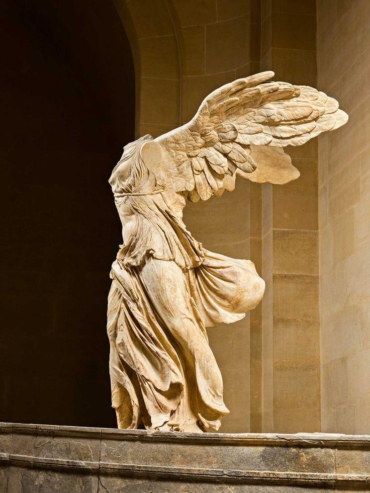 La Victoria de Samotracia, diosa alada del Louvre. Icono de la Grecia clásica