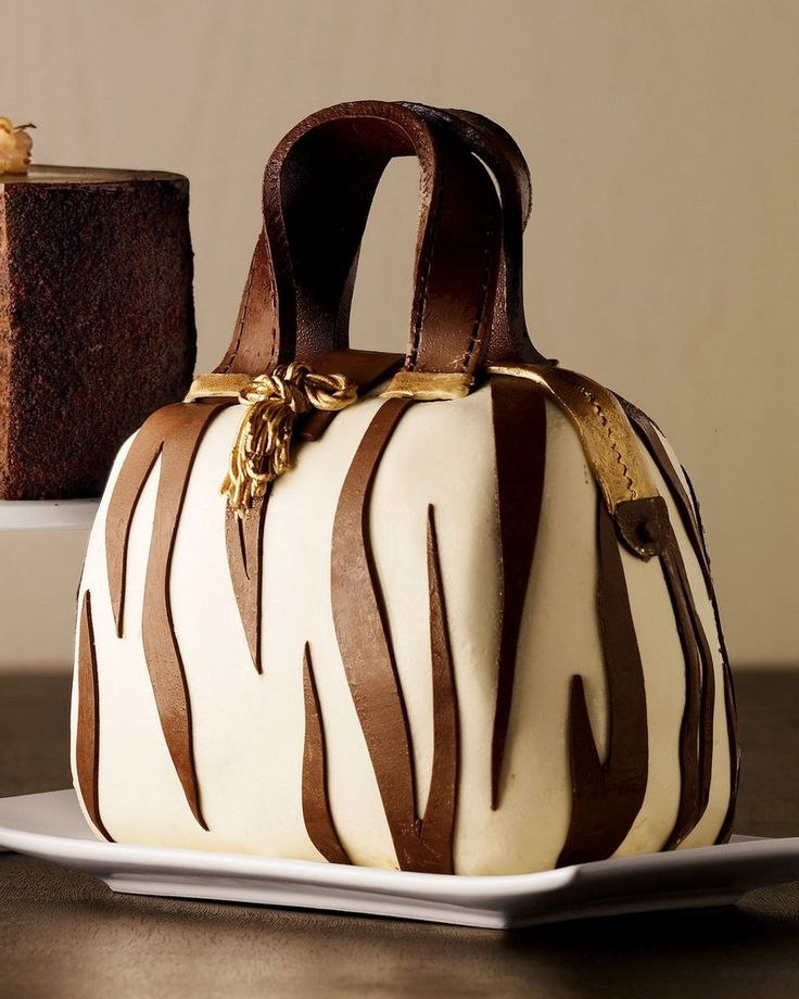 Skip The Lines And Get Fancy Neiman Marcus #Christmas Cakes Delivered To Your Home #Holidays #NeimanMarcus
