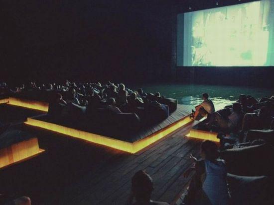 Un Cine Flotante en Tailandia
