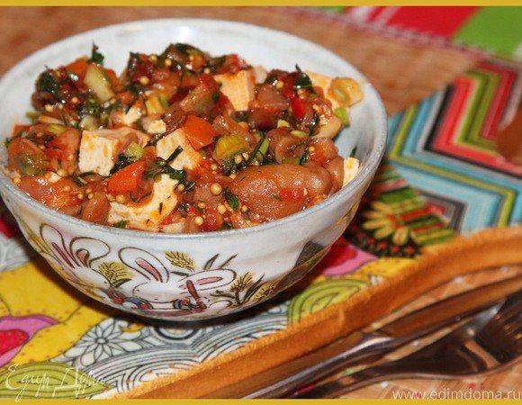 Овощное рагу с тофу Тофу — прекрасный источник белка. Он содержит все девять аминокислот, которые необходимы для здоровья человека. На Востоке этот сыр называют «мясом без костей». В нем содержится низкий процент жира и углеводов. Тофу можно жарить, мариновать, коптить либо использовать как самостоятельное блюдо. В сочетании с овощами он образует вкусное постное блюдо. #готовимдома #едимдома #кулинария #домашняяеда #рагу #тофу #салат #закуска #овощи #вкусно #обед #постноеблюдо