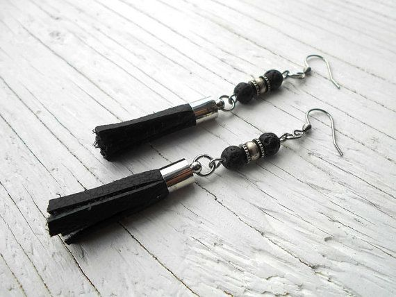 Boucles d'oreilles cuir noir perle de lave par NoiRNoiReCollection