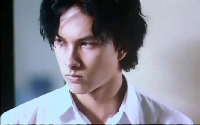 Hubungan antara munculnya tokoh-tokoh cowok pagob di film, sinetron, dan FTV dengan meningkatnya jomblo dan KDRT.