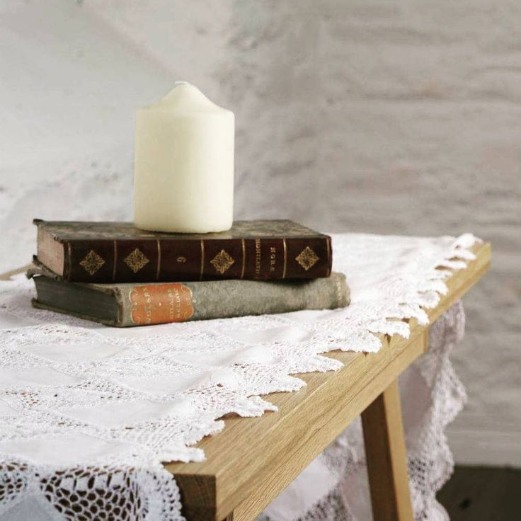Give your table a rustic Irish touch with this beautiful Floral Lace Runner! #tabletop #tablescape #tablerunner #irishlace #interiordesign #blarneywoollenmills