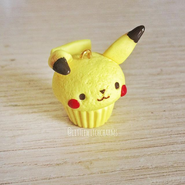 Pikachu cupcake!  I'm in love! I wanna turn all my fave pokemons in cupcakes now