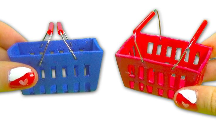 Enjoy creating a mini shopping basket to play with your dolls as if they were buying items in the supermarket. Tips: when you cover it with nail polish and l...