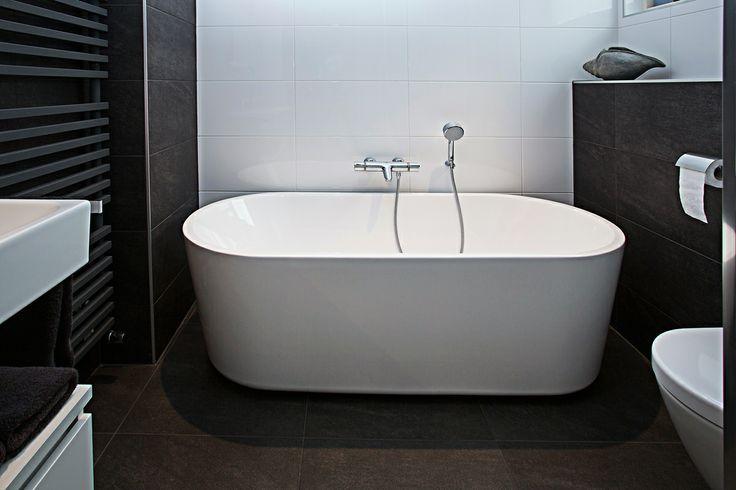 Uiteraard is ook deze badkamer met een scherp oog voor detail ontworpen. De afwerking klopt tot in de kleinste puntjes en de optimale benutting van de beschikbare ruimte zorgt voor rust en comfort.
