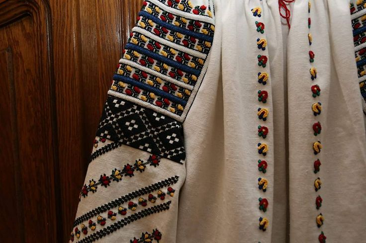 Romanian blouse detail. Bucovina butterflies. via FB - Semne cusute in actiune