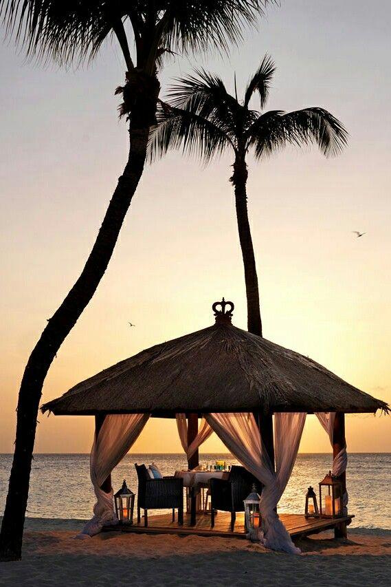 Luxury Beach Lifestyle | BIKINI.COM