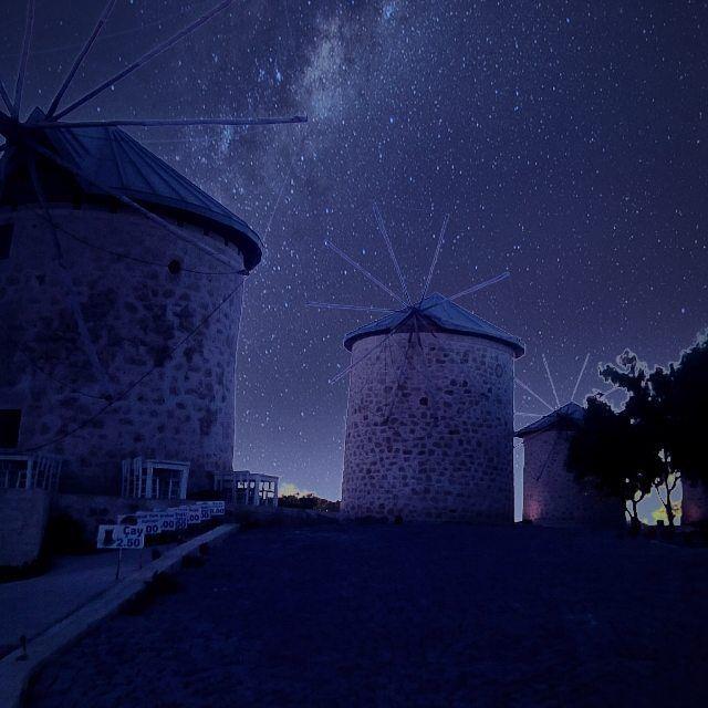 Ben hep gece olsun isterim #alacati #windmill