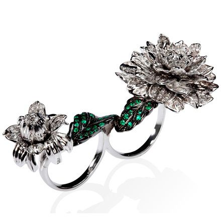 Edéenne - White and black gold Dahlias ring with diamonds and emeralds.