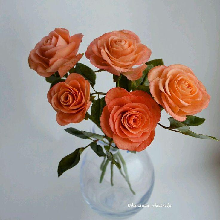 Купить или заказать Букет из пяти роз. Керамическая флористика. в интернет-магазине на Ярмарке Мастеров. Полноразмерный букет неувядающих роз из полимерной глины. Высота цветов 35 см. При желании букет можно поместить в любую вазу. Замечательный подарок на любой праздник.