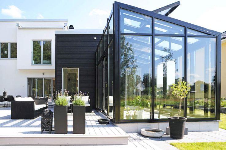 Casa en Suecia, ver todas las fotos tambien esta en interiores- arquitectura. MUY BUENAS IDEAS para el jardin