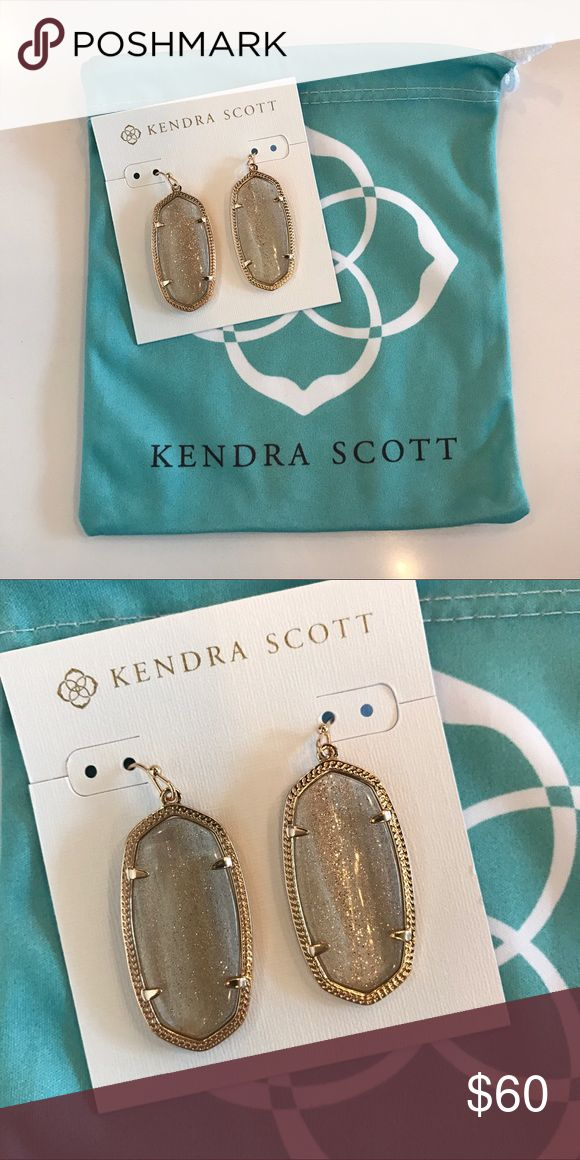 Kendra Scott Elle Earrings in Gold Dusted Glass Gorgeous gold dusted glass earrings! These go with everything! Come with dust bag and price is firm. Kendra Scott Jewelry Earrings