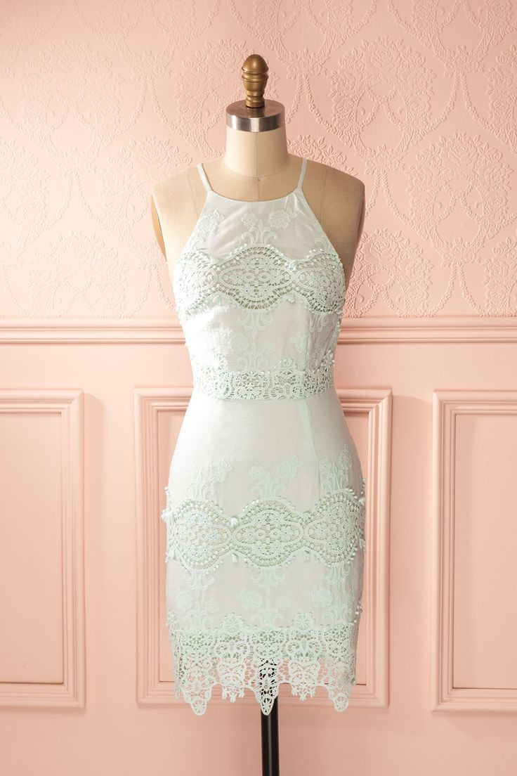 L'herbe tendre et la blancheur du soleil invitent à la paresse. The tender grass and white sunlight invite one to laziness. Light green mint crochet lace open-back dress www.1861.ca