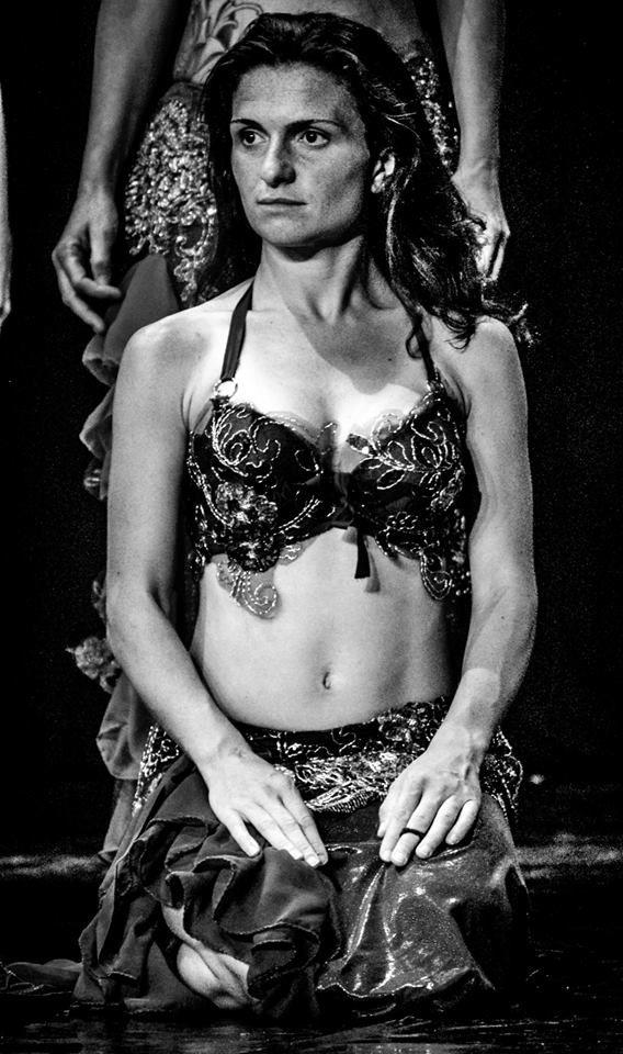 Sguardo assorto, senza #trucco di #scena... Bella e ispirata per il pezzo di danza orientale!