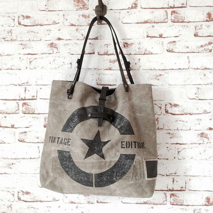 Grand sac vintage entièrement façonné à la main. Toile de coton de teinte kaki délavée. www.sobenstore.bigcartel.com