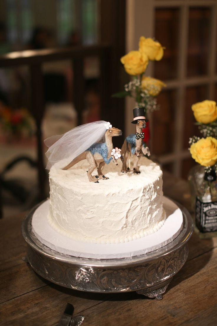 dinosaur wedding cake a bright amp beautiful boho vintage garden wedding cake 13530