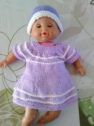 cadeau idéal pour une petite fille pour sa poupée (cadeaux de noel, cadeau d'anniversaire) !!  robe tricotée pour un poupon de taille 32cm (peut etre realisée en taille plus  - 14698327