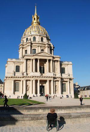 Kompleks Les Invalides to kolejne historyczne miejsce w Paryżu. Zobacz co kryją w sobie budynki stworzone z myślą o weteranach i jakie są w pobliżu muzea?