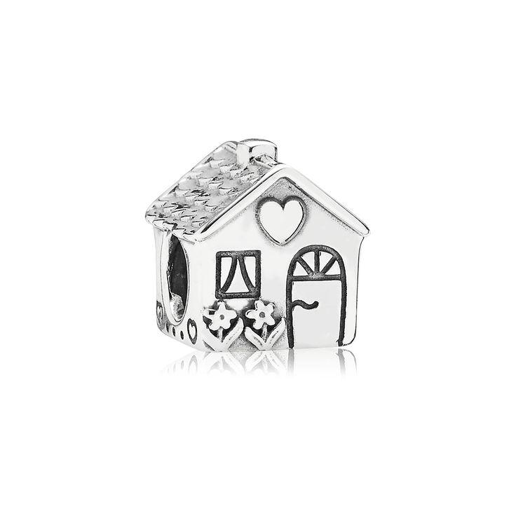 Relembre dos Momentos Inesquecíveis da sua infância na casa da sua avó ou orgulhe-se da sua própria Casa através do Charm Lar Doce Lar. Rico em detalhes de prata oxidada como janelas, cortinas, flores, telhado além da inscrição em inglês