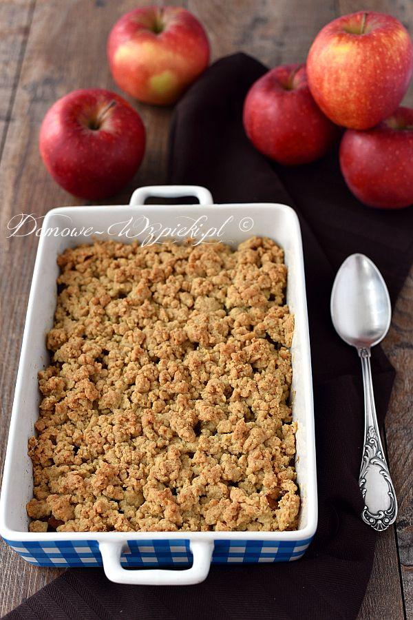 Szybki deser z jabłkami na ciepło. Miękkie, słodkie jabłka pod grubą warstwą chrupiącej kruszonki z płatków owsianych. Coś łatwego, mogącego...