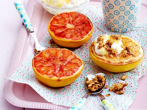 Unser beliebtes Rezept für Gebackene Grapefruit mit Haferflocken-Crunch und mehr als 55.000 weitere kostenlose Rezepte auf LECKER.de.