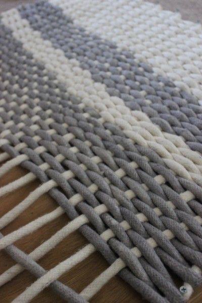 Att väva är roligt! Av tjockt bomullssnöre skapar du den här härliga mattan.