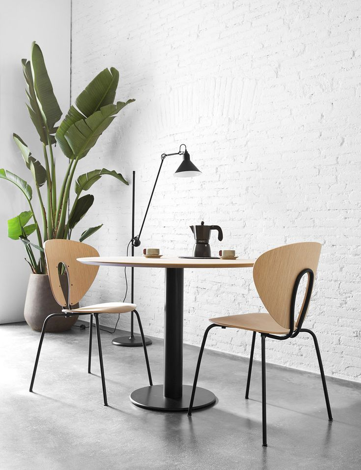 UPDATED LOOK. The Globus chair and the Zero table have been updated with black frame and walnut/oak plywood. You can now enjoy the trendy finishes of this season. Feel the comfort of Globus and discover its amazing price!   GLOBUS: www.stua.com/design/globus ZERO: www.stua.com/design/zero