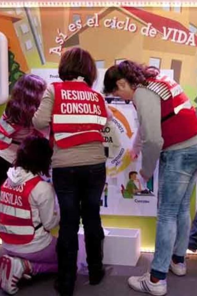 Escuela de Reciclaje es un proyecto educativo impulsado por las Fundaciones #Tragamovil y @Fundación Ecopilas, de la plataforma @Recyclia y la Asociación @Ambilamp (curso académico 2012-2013)