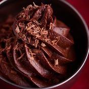 Mousse très chocolat de Nathalie Rykiel  Le goût est à tomber. La mienne n'était pas assez aérienne, à retravailler sur ce point
