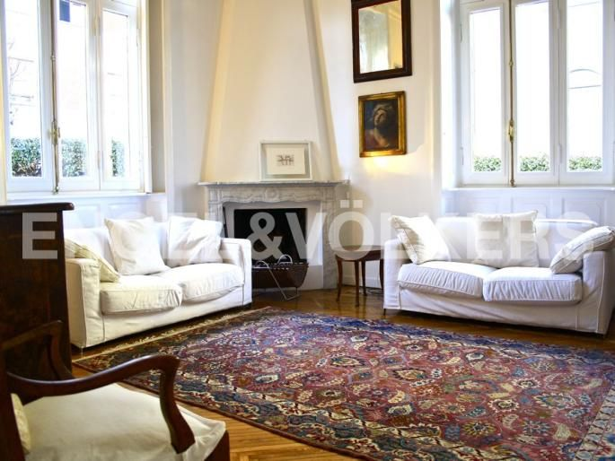 Villa bifamiliare dallo stile inglese Exposé Engel & Völkers | W-021KVI - ( Italia, Lombardia, Monza Brianza, Monza )