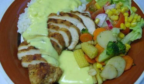 Enkel currysås till kyckling. Kan kokas på vatten, mjölk, grädde eller blanda flera. Tips! Se även gärna mitt recept på persiko-currysås.