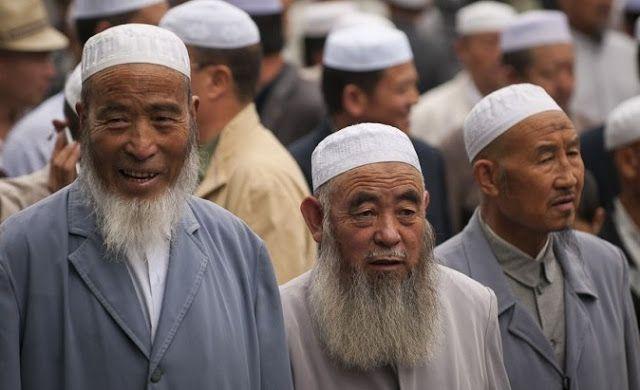 Berita Islam ! Anggap Kitab Suci Umat Islam Berkonten Ekstrem Cina Paksa Warga Muslim Serahkan Al-Quran... Bantu Share ! http://ift.tt/2g2O9Ae Anggap Kitab Suci Umat Islam Berkonten Ekstrem Cina Paksa Warga Muslim Serahkan Al-Quran  Penguasa Cina diberitakan semakin bertindak represif terhadap komunitas Muslim yang tinggal di bagian barat-laut negara tersebut. Seperti dilansir dari Daily Mail setiap keluarga Muslim di Xinjiang dipaksa menyerahkan Kitab Suci Al-Quran yang mereka miliki kepada…