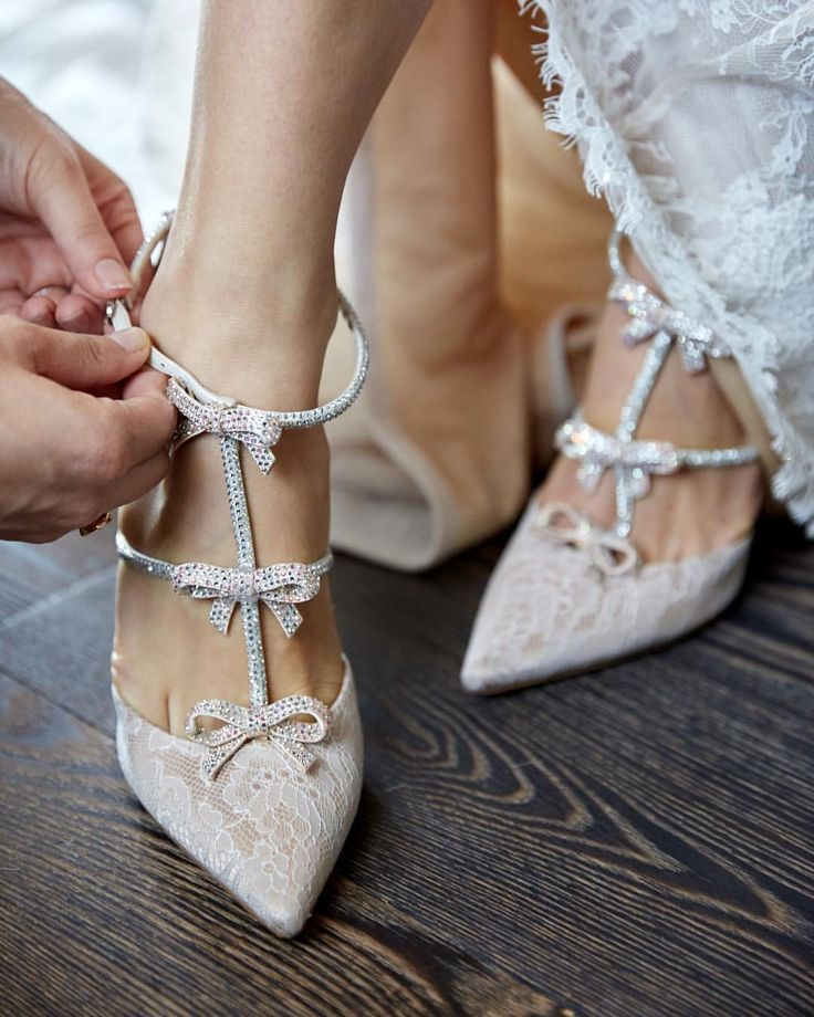 This bride chose #ReneCaovilla shoes for her wedding day! | planner