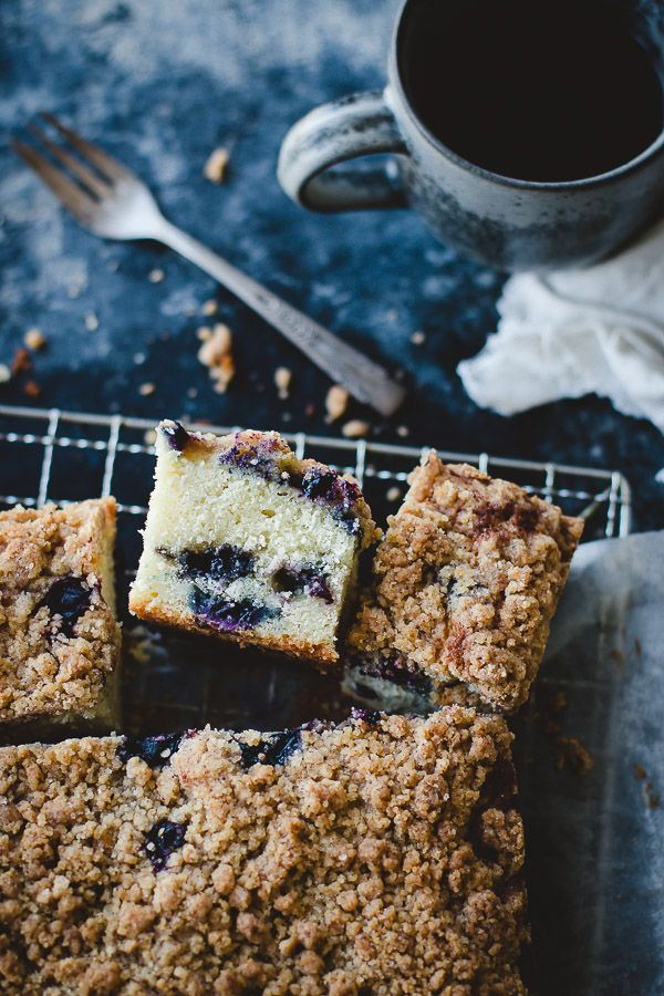 Moist and fluffy blueberry cake topped with a crunchy crumb topping.