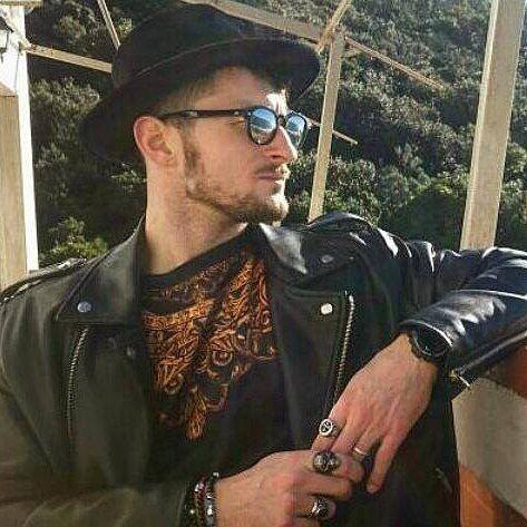 Grande stile per @alessio_ciorba con un mio Veloru nero! #livorno #hat #style #fashion #portrait #man #uomo #moda #street #artigianato #artigian #cappello #hat #mensfashion #accessories #madeinitaly #manswear #instaitalia #instaitaly_photo #instaitalian #igerstoscana #rinaldelli #igersoftheday #quercianella