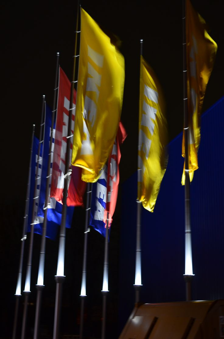 Na de succesvolle plaatsing van 2 PoleLed units voor het hoofdkantoor van IKEA Nederland B.V. in Amsterdam heeft IKEA Eindhoven als eerste filiaal besloten om deze duurzame verlichting ook te gebruiken. IKEA heeft de intentie om meerdere filialen te voorzien van deze energiezuinige oplossing. Bij de intentie bleef het niet, Tegenwoordig beschikt IKEA Duiven over 18 units waardoor ook de vlaggen van dit filiaal volledig zichtbaar zijn in het donker.