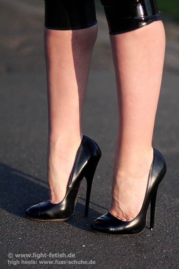 726 besten extreme high heels bilder auf pinterest kniestiefel. Black Bedroom Furniture Sets. Home Design Ideas