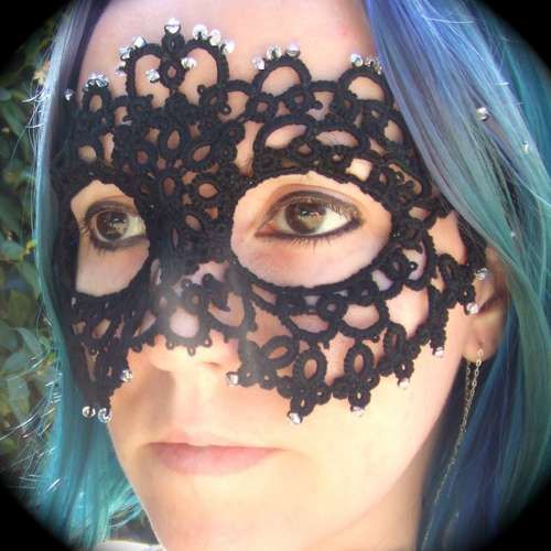 Lace mask  ~ I've never tried tatting, but this might be the project to tempt me to it ~
