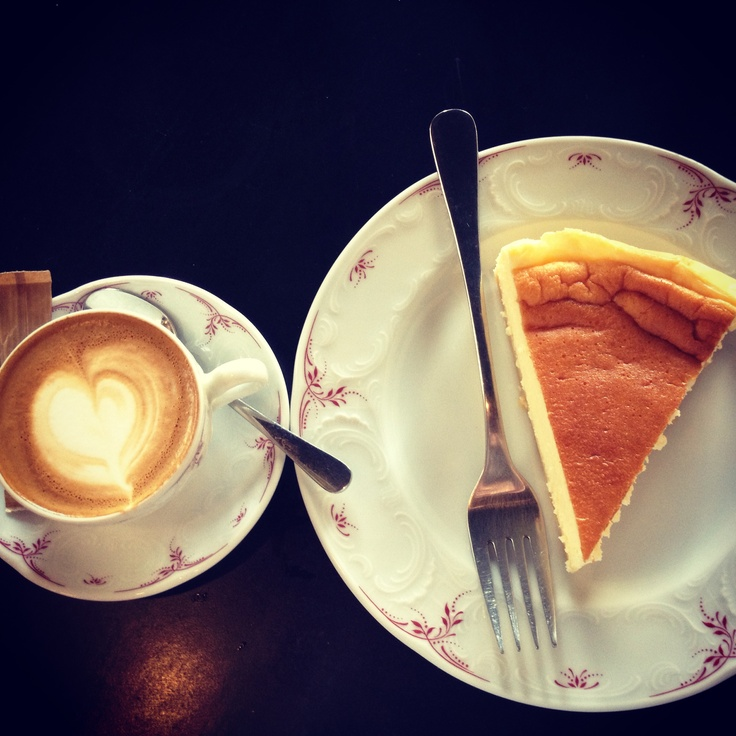 #coffee and #cheesecake @Elizabeth La Costa cafe in #paris